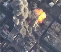 لحظة استهداف وانهيار مبني يضم قناة الأقصى ومكاتب إعلامية بغزة  فيديو