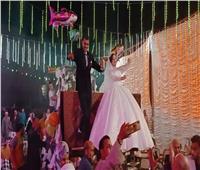 """""""كيلومتر من الرقص المتواصل"""".. زفاف عروسين على لودر بالمحلة"""