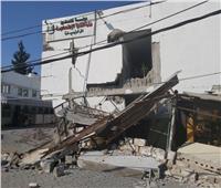 استهداف عمارة في شارع اليرموك ومقري وزارتي العمل والتنمية الاجتماعية بغزة