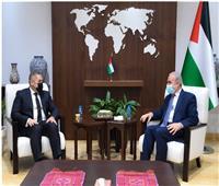 رئيس الوزراء الفلسطيني يستقبل السفير المصري لبحث وقف العدوان الإسرائيلي