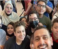 رامز جلال يحتفل مع جمهور «أحمد نوتردام» : «بحبكم كلكم»