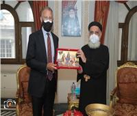 السفير الأمريكي يزور مرقسية الإسكندرية