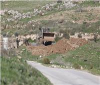 الاحتلال يغلق دير نظام في رام الله بالسواتر الترابية والبوابات الحديدية