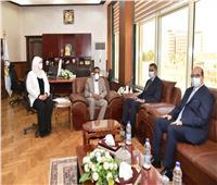 محافظ مطروح يلتقي ممثلي البرنامج الرئاسي لتأهيل التنفيذيين