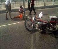 إصابة عاملين إثر انقلاب دراجة نارية بالمنيا