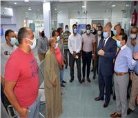 محافظ الأقصر يتفقد مركز التطعيم ضد فيروس كورونا بمستشفى الحميات