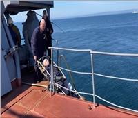 """فيديو  تدريب لإجلاء جريح شرطيا على متن سفينة المستشفى """"إرتيش"""""""