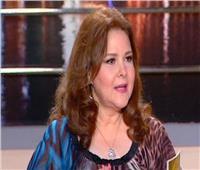 حتى لا تتدهور صحتها.. عائلة «دلال عبدالعزيز» تفرض عليها إجراءات تأمينية شديدة