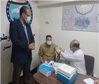 تطعيم 300 مواطن بلقاح كورونا بحزب «مستقبل وطن» أسيوط