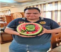 شاب يرسم سمير غانم على البطيخ ..صور