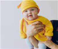 مؤشرات تدل على نمو الطفل طبيعياً في السنة الأولى