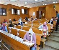 نائب رئيس جامعة عين شمس فى جولة تفقدية لمتابعة سير الامتحانات