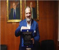 خالد الصاوي يتسلم درع «بوابة أخبار اليوم»| فيديو وصور
