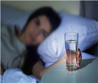 فوائد شرب الماء قبل النوم.. تعمل على تحسين المزاج