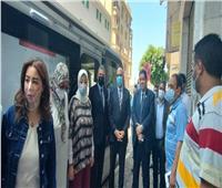 نائب محافظ القاهرة ووفد البرنامج الرئاسي يتفقدان العمل بالمركز التكنولوجي المتنقل