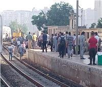 توقف حركة القطارات بالوجه البحري بعد خروج قطار ركاب عن القضبان في بنها