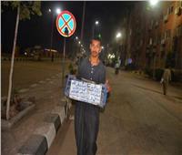 حكايات  أبو صندوق بلاستيك.. «البباوي» يتحدى الإعاقة ببيع التسالي