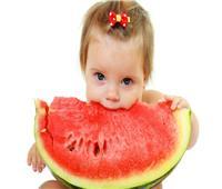 يحمي الجهاز الهضمي .. فوائد البطيخ للأطفال