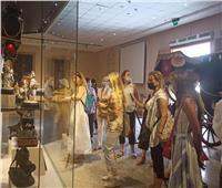 بالصور.. متحف المركبات الملكية يستقبل وفد فرنسي