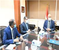 وزير الإسكان يلتقي المنسقة المقيمة للأمم المتحدة لعرض التجربة العمرانية المصرية