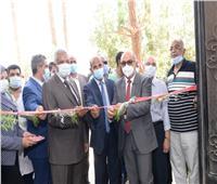 رئيس جامعة أسيوط يفتتح وحدة تجهيز واستخلاص النباتات الطبية والعطرية