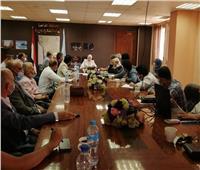 نائب محافظ القاهرة تناقش مشكلة تسريب المياه بشارع الأشراف لتطوير «آل البيت»