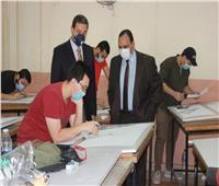 انتظام سير الامتحانات وسط تطبيق الإجراءات الاحترازيةبجامعة بنها
