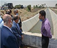 وزير التنمية المحلية ومحافظ بني سويف يتابعان مشروع تبطين الترع