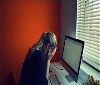 فتاة تكشف تفاصيل ابتزازها الإلكتروني | فيديو