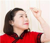 يبلغ طولها 20 سم ..صينية تتصدر «جينيس» لأطول رموش | فيديو