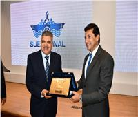 رئيس قناة السويس يستقبل وزير الرياضة ووفدًا من المشاركين بمنحة ناصر للقيادة الدولية