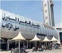 ضبط راكب حاول تهريب 100 دباسة معدة في مطار القاهرة.. صور