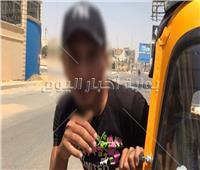 بالفيديو.. تعدي سائق «توكتوك» على فتاة أمام نادي القطامية