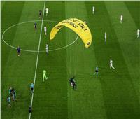 «هبوط بمظلة».. اقتحام مباراة ألمانيا وفرنسا في «يورو 2020»| صور