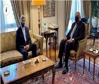 «شكري» يستقبل «كيري» بمقر وزارة الخارجية