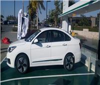 وزير قطاع الأعمال يطلق 12 سيارة كهربائية للتجربة في مصر   صور