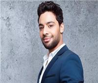 أحمد جمال يدندن «وقت مش مناسب» بمصاحبة البيانو |فيديو