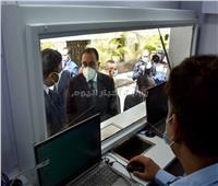 رئيس الوزراء يشيد بتجربة «سيارات البريد المتنقلة».. صور وفيديو