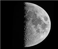 «قمر التربيع الأول» يزين السماء.. اليوم