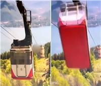 فيديو مروع يوثق لحظة سقوط «تلفريك» في جبال الألب ومقتل جميع ركابه