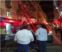 إخماد حريق أعلى عقار في محطة الرمل وسط الإسكندرية| صور