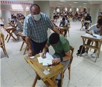 رئيس جامعة حلوان يتابع سير امتحانات الفصل الدراسي الثاني