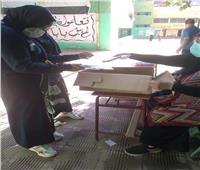 استقبال طلاب امتحانات الدبلومات الفنية بـ«الكمامة والمطهرات»  صور