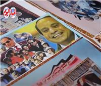 احتفالا بمرور 7 سنوات.. «عم حنفي» يجمع 30 لوحة فنية لانجازات الرئيس السيسي | فيديو