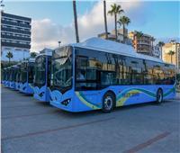 محافظ الإسكندرية: تسيير 75 أتوبيسًا يعمل بالغاز والكهرباء بـ 13 مسار