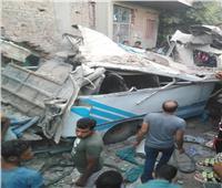 مصرع 5 وإصابة 20 في حادث تصادم قطار بأتوبيس في منطقة حلوان   فيديو وصور