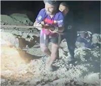 قوات الحماية المدنية بالسويس تنجح في إنقاذ أحد الأشخاص سقط من منطقة جبلية
