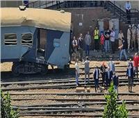 التفاصيل الكاملة لحادث قطار الإسكندرية.. سقوط عربتين وتهشمهما وإصابة 8| صور