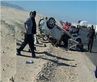 إصابة ضابط شرطة في انقلاب سيارة بطريق «قنا - نجع حمادي» الصحراوي