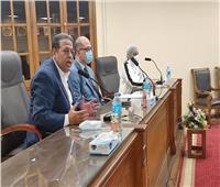 رئيس جامعة عين شمس يجتمع بمعاونيه للتعرف على مشاكل «الأبحاث والمنح»